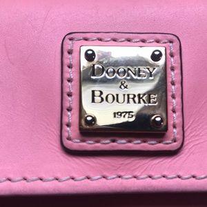 Dooney & Bourke Saffiano Collection tri-fold c/c W